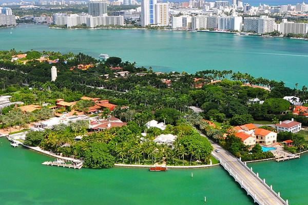 La maison de Gloria Estefan à Star Island a été vendue par Coldwell Banker.