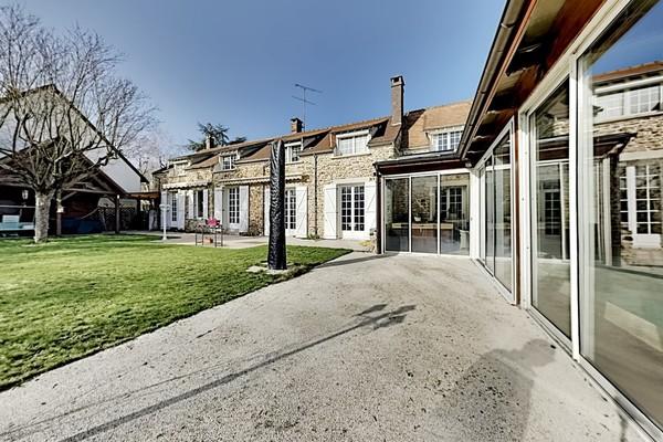 Maison 17 pièces à Saint-Sauveur-sur-Ecole (77930)